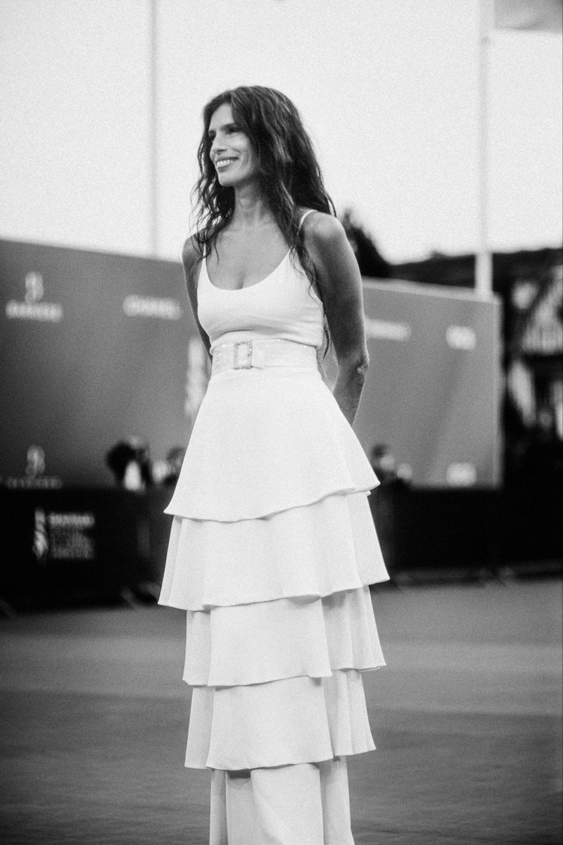Movie director and actress Maïwenn arrived at the premiere of her movie 'DNA' at the Deauville American Film Festival in a look from the CHANEL Spring-Summer 2020 Haute Couture collection. #CHANELinCinema #CHANELHauteCouture #CHANELMakeup https://t.co/9hVqTBSlIb