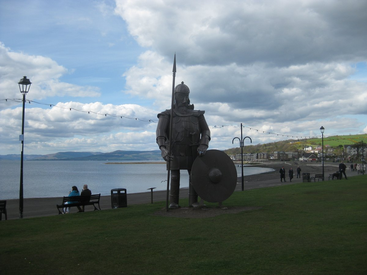 Check out those blue skies in #Largs from spring 2015! Oh, give Magnus the Viking his props too!  #Scotland #ScotlandisNow #Scottish #MagnustheViking #LargsScotland #VisitScotland #LoveScotland #DiscoverScotland #ScotSpirit https://t.co/lnzbnQ3vGr