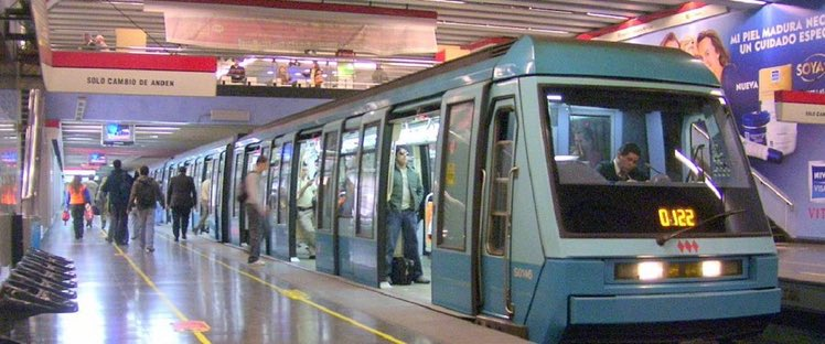 Metro adelanta sus horarios de cierre para Fiestas Patrias: https://t.co/ooIBixdaqx https://t.co/mYjqK1EOJ2