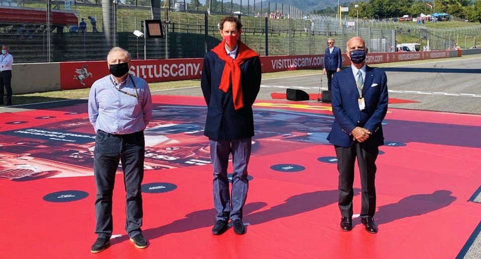 With @fcagroup Chairman John Elkann and @PresidenteACI Angelo Sticchi Damiani before the start of the 1000th @FIA @F1 Grand Prix of @ScuderiaFerrari at @MugelloCircuit   #SF1000GP #F1 #TuscanGP 🇮🇹 https://t.co/P7Bf4j03iN