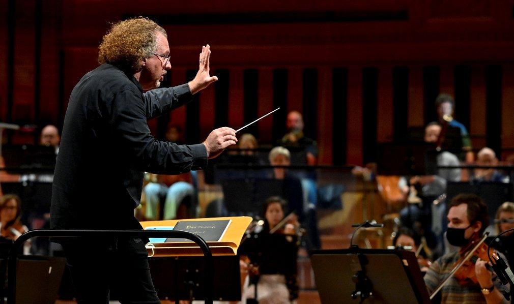 Le Brussels Philharmonic retrouve la scène de Flagey six mois après son dernier concert https://t.co/troF5i3YRr https://t.co/hgva1YZyB7