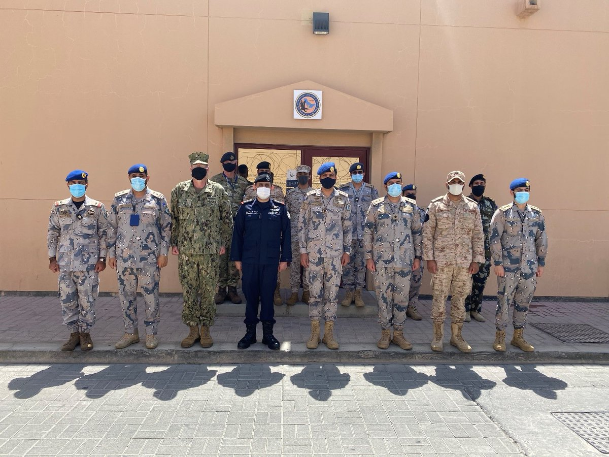 Captain Mubarak Al Sabah of the #Kuwait Coast Guard visited CTF 152, led by the Saudi Border Guard, to welcome the new Task Force Commander and his team. This is the first time the Saudi Border Guard have led a CTF. Read more: combinedmaritimeforces.com/2020/09/13/ctf… #ReadyTogether @BG994