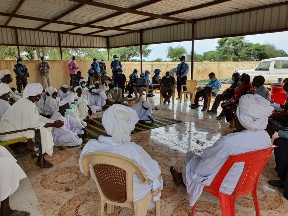 #UNAMID Team on the handover of the Mission's Team Sites met with GoS officials and community leaders in Khore Abeche, South #Darfur and explored ways the community could utilize UNAMID's facilities after the Mission's exit from Darfur, possibly by the end of December 2020. https://t.co/AydcicOva1