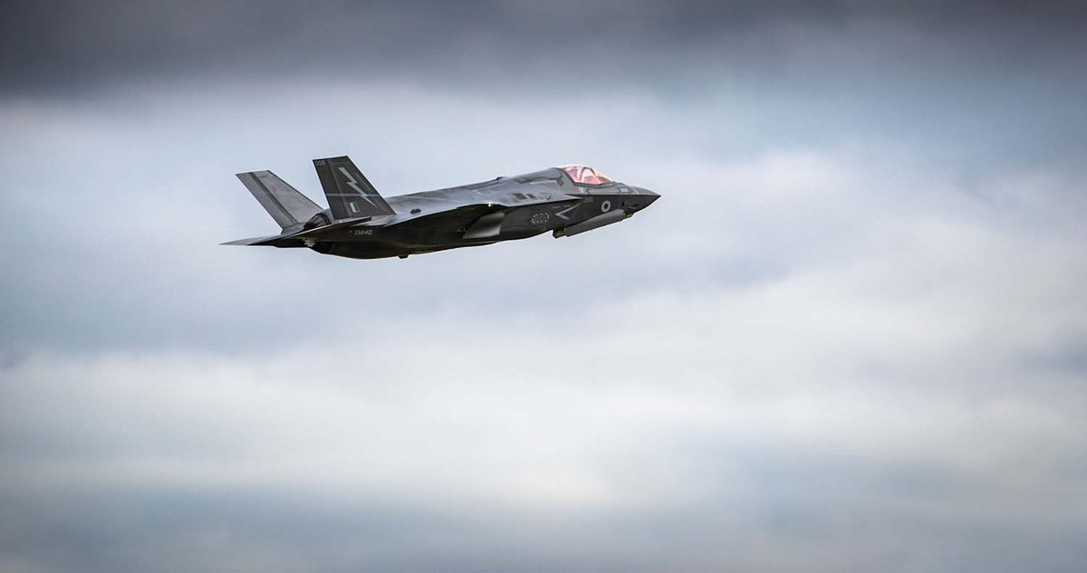 ⚡F-35 pilots have joined American and Dutch naval aviators in Point-blank training over the North Sea to hone combat skills before joining @HMSQNLZ for autumn exercises. 📎Find out more: ow.ly/wAKq50Bo9IJ