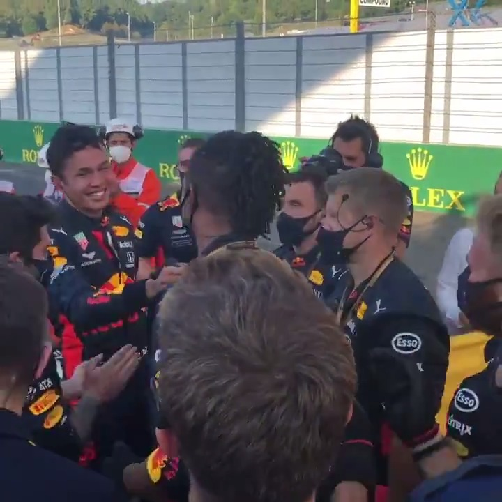 Amazing scenes as @alex_albon celebrates his first ever F1 podium with his team! 😍  🎥 @redbullracing   #TuscanGP 🇮🇹 #F1 https://t.co/A4VJlOtIFV