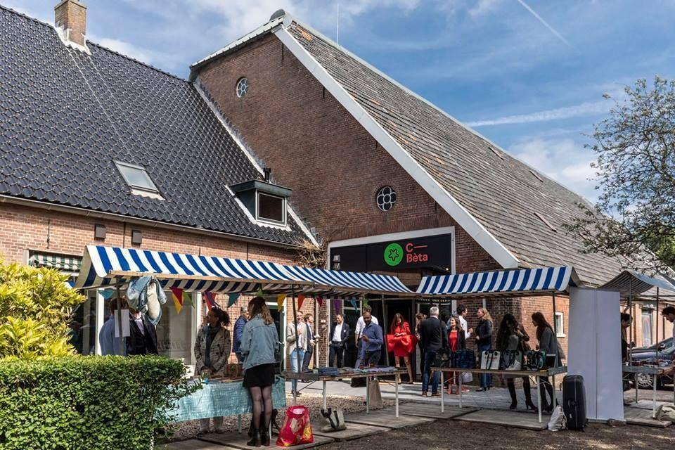test Twitter Media - Nieuw op de website: C-Bèta in Hoofddorp, een circulaire event,- ontmoeting en experimenteer plek. Bij C-Bèta word je geïnspireerd door de laatste innovaties op het gebied van circulaire economie. In een prachtige boerderij met circulair interieur. https://t.co/Fdc5RRDWSq https://t.co/xUsRMhCFgR