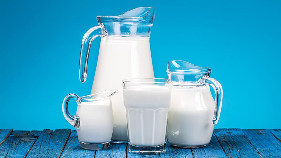#LECHEVEGETAL #MITOS Leche de origen vegetal o leche de vaca: ¿Cuál es mejor para ti?🥛 Elegir un producto vegetal parece ser una opción 𝓼𝓪𝓵𝓾𝓭𝓪𝓫𝓵𝓮.🌱 ¿Pero lo es siempre? ¿Y es mejor para ti que beber leche de vaca?🐄 https://t.co/GyAdqqoyCm https://t.co/am4oGGvUZy