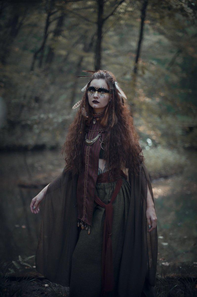 『Endlessness Spell』  この森の奥深くで響き渡るのは 永遠に繰り返される惨劇の呪文  photo/costume: @Yumi_Loserville model: @asyaleila_Ri mua: @hairmakeyuri  #portraits #portraitphotography #ポートレート https://t.co/wedIgksNNU