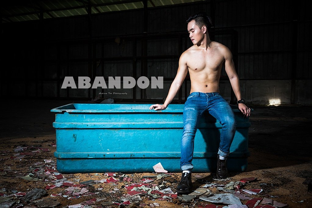 ABONDON  Follow me on Twitter and IG at @atpchromosomexy  #handsomemen #physiquemodel  #sexymen #asianmen #asianmale #sgboy #portraitphotography #manphysique #mancandy #men #bodybuilding #abandonedwarehouse https://t.co/AswHHYplGB