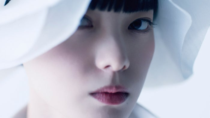 【写真追加/17枚】平手友梨奈、パリコレオープニングモデルで参加決定 純白ドレスで可憐に舞う#てち #パリコレ #PARISFASHIONWEEK▼ほか写真・動画はこちら