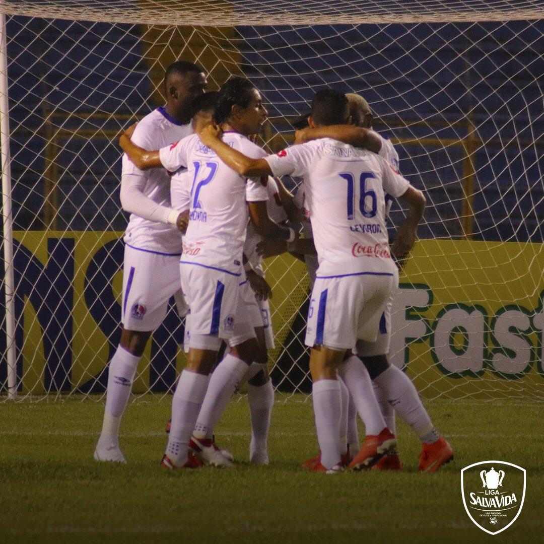Te dejamos las mejores imágenes del segundo tiempo donde #RealEspaña y #Olimpia empataron en el segundo partido de la Jornada 1 de la Liga SalvaVida.   🚂Real España 1-1 🦁 Olimpia  #Honduras #Jornada1 #LigaNacional #LigaSalvaVida https://t.co/5hrqGubCkt