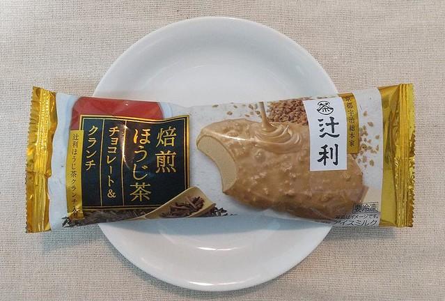 """【香り高い】アイス「辻利」シリーズに""""ほうじ茶アイス""""が登場!どこを食べても、しっかりとほうじ茶が感じられ、クランチのザクっとした食感も楽しむことができる一品です。"""