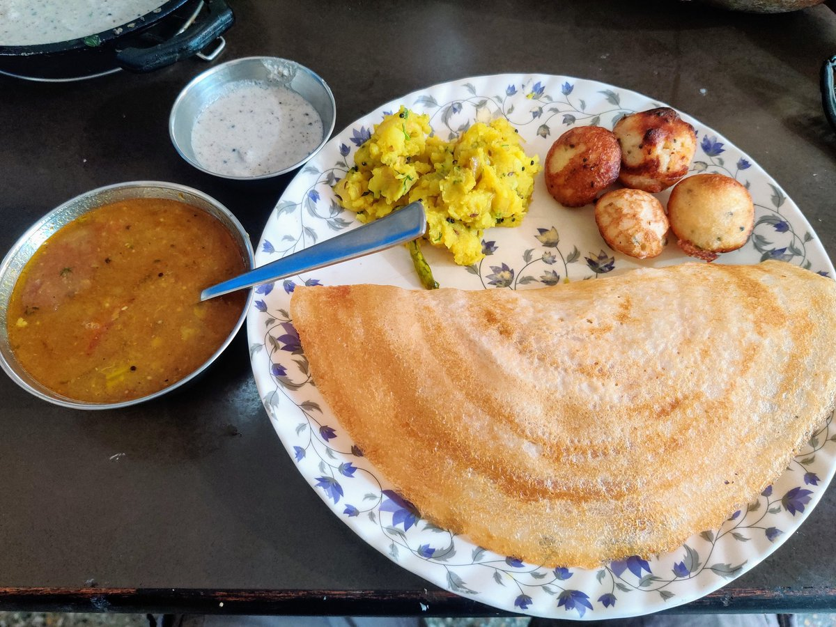 #Breakfast today #food #foodporn #indiancuisine https://t.co/SwfjQEwGZ9
