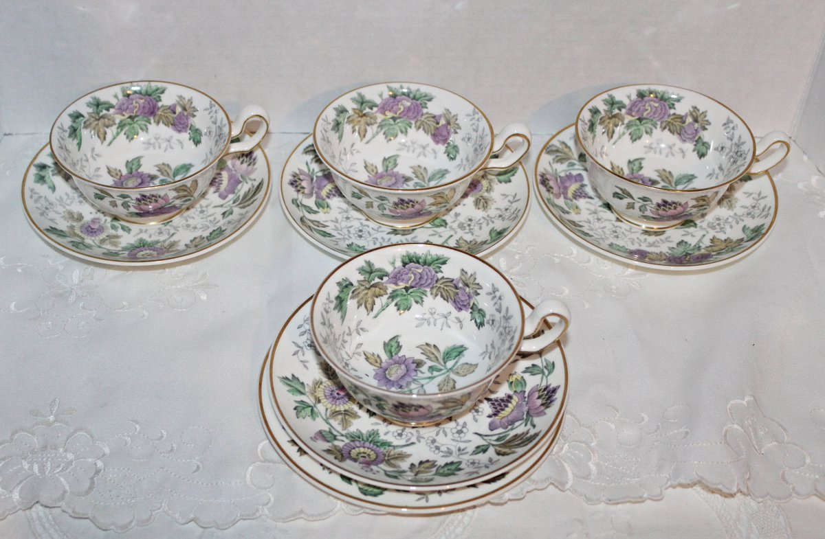 Excited to share the latest addition to my #etsy shop: Vintage Wedgwood Teacups & Saucers Avon Lavender Pattern Lot of 9 Pieces Lavender Floral Chintz Pattern W3983 https://t.co/GEzf1f6X68 #purple #birthday #mothersday #white #ceramic #wedgwoodteacups #wedgwoodlot #wed https://t.co/NCo0Vc2zS3