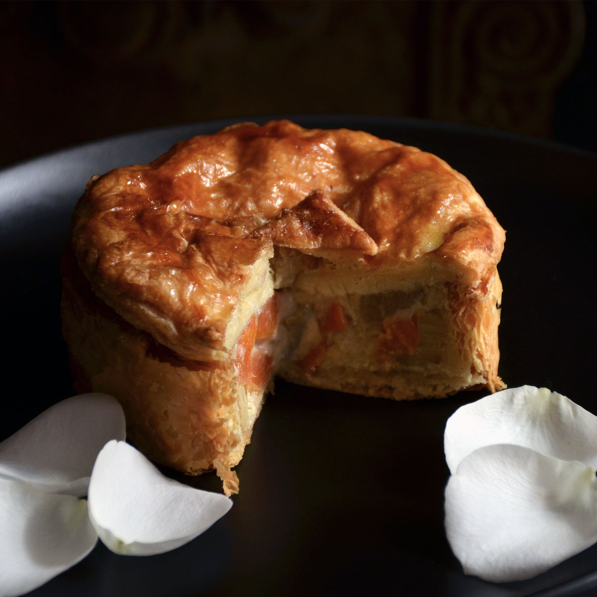 """Pressed for time? Try our delicious Home Baked Pie - filled with a Creamy Root Vegetable Bake.  Enter the discount code """"HOT"""" at checkout and receive your order free, up to R70.  https://t.co/0iMVgHNNJi    #pastry #pie #rootvegpie #creamy #bestpieever #capetown #deliveryguy https://t.co/4kJxGZbHem"""