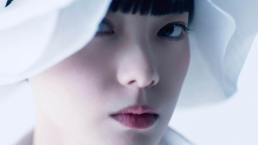【動画】平手友梨奈が「アンリアレイジ」のパリコレに参加決定、建築家・隈研吾がヘッドピースを担当 -