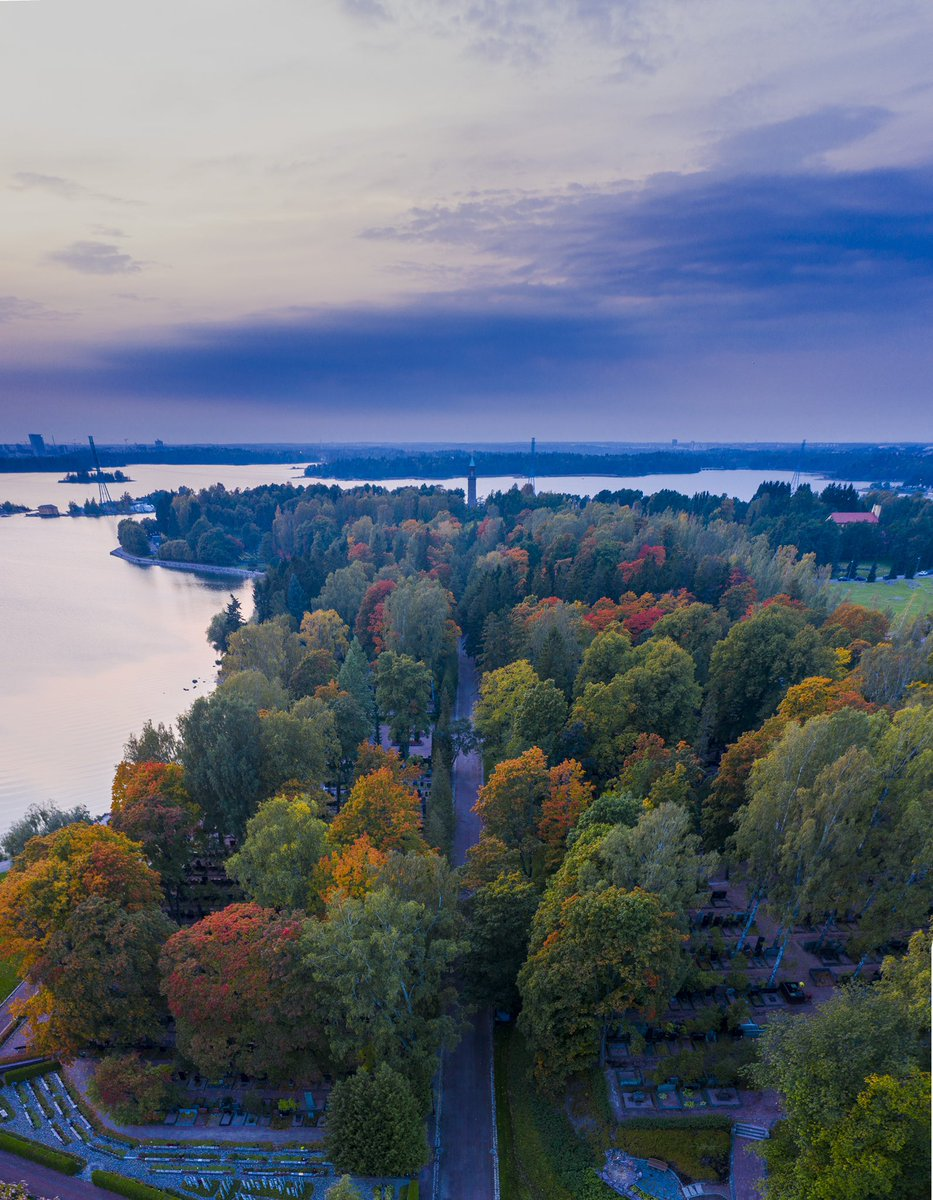 The #CaliforniaFires have created dramatic skies as far as #finland, and with autumn colours, it's makes #Helsinki look almost apocalyptic. #drones #dronecommunity #flybyguys https://t.co/RkGUcEi35t