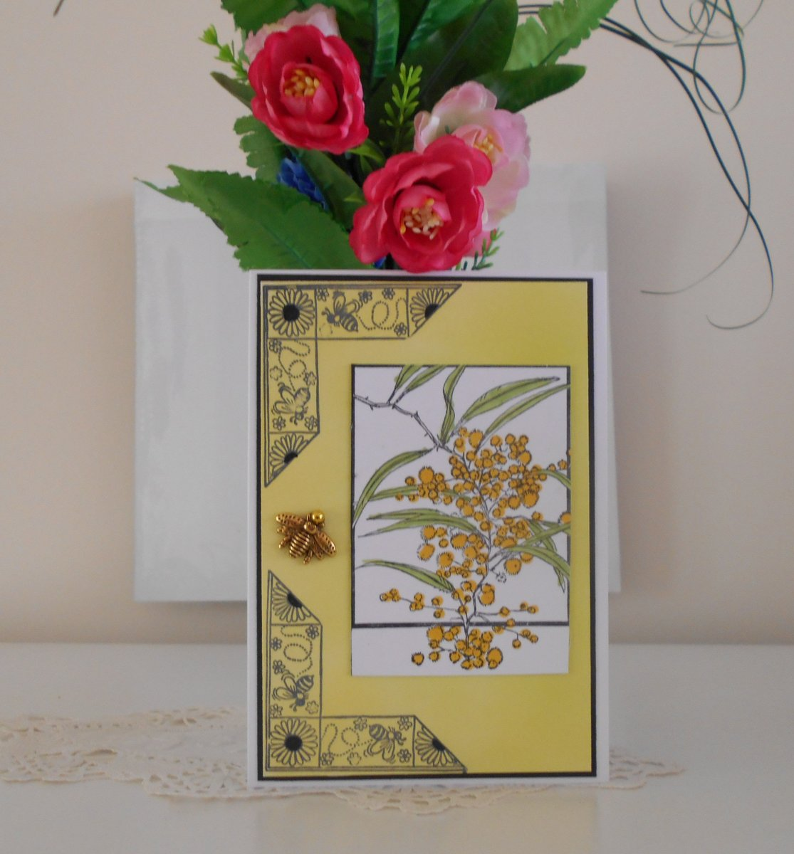 Handmade greeting card for any occasion, any gender with Australian Golden Wattle, sunflowers and bees with a bee charm https://t.co/ZAalTLInux #yellow #birthday #mothersday #black #handmadecard #uniquecard #blankcard #beecharm #aussiegoldenwattle https://t.co/4QCkhXCnx7
