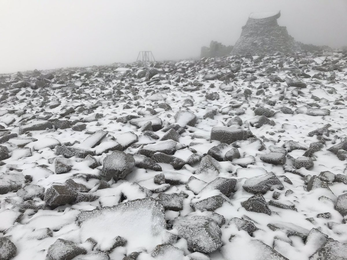 Ben Nevis summit just now. Cold northerly wind scouring the mountain. Heading off to the CMD Arête and beyond. #Mumros #takithame #LeavenoTrace #beprepated https://t.co/tWB0sS1CN5