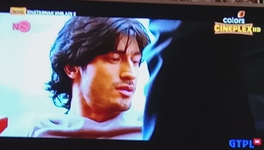 @VidyutJammwal Watching my second favorite #chandu #chandru super duper hot and stylish 😘😘😘😘😘😘😘😘😘😘😘😘😘😘😘 The fabulous person and lovely friend #Khatarnakkhiladi2 #anjaan #lovelyeyes #browneyes #alltimefavorite #VidyutJammwal ❤#kalaripayattu 🙏🏻 https://t.co/u2EmX8lAhP