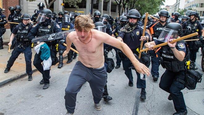 """#FacciamoRete  """"#Bielorussia, arresti di massa"""" titola il #Corriere, riferendo di 360 persone fermate per manifestazione non autorizzata. Non ho i dati, ma sono pronta a scommettere che negli #USA ieri gli arresti sono stati di più.  #USAonFire #BlackLivesMatter #NoJusticeNoPeace https://t.co/Gu3PPbvUv5"""