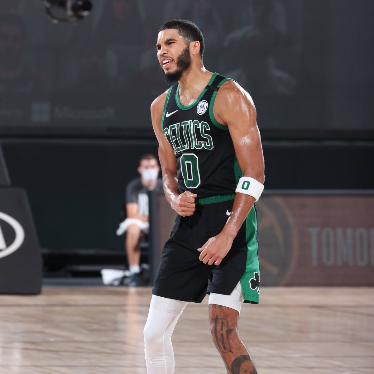 Jayson Tatum scored 31 points tonight, his 5th game with at least 30 this postseason. That is the most 30-point games in a postseason by a @celtics player since Kevin McHale had 5 such games in 1987-88. https://t.co/1x9qUtYLQD