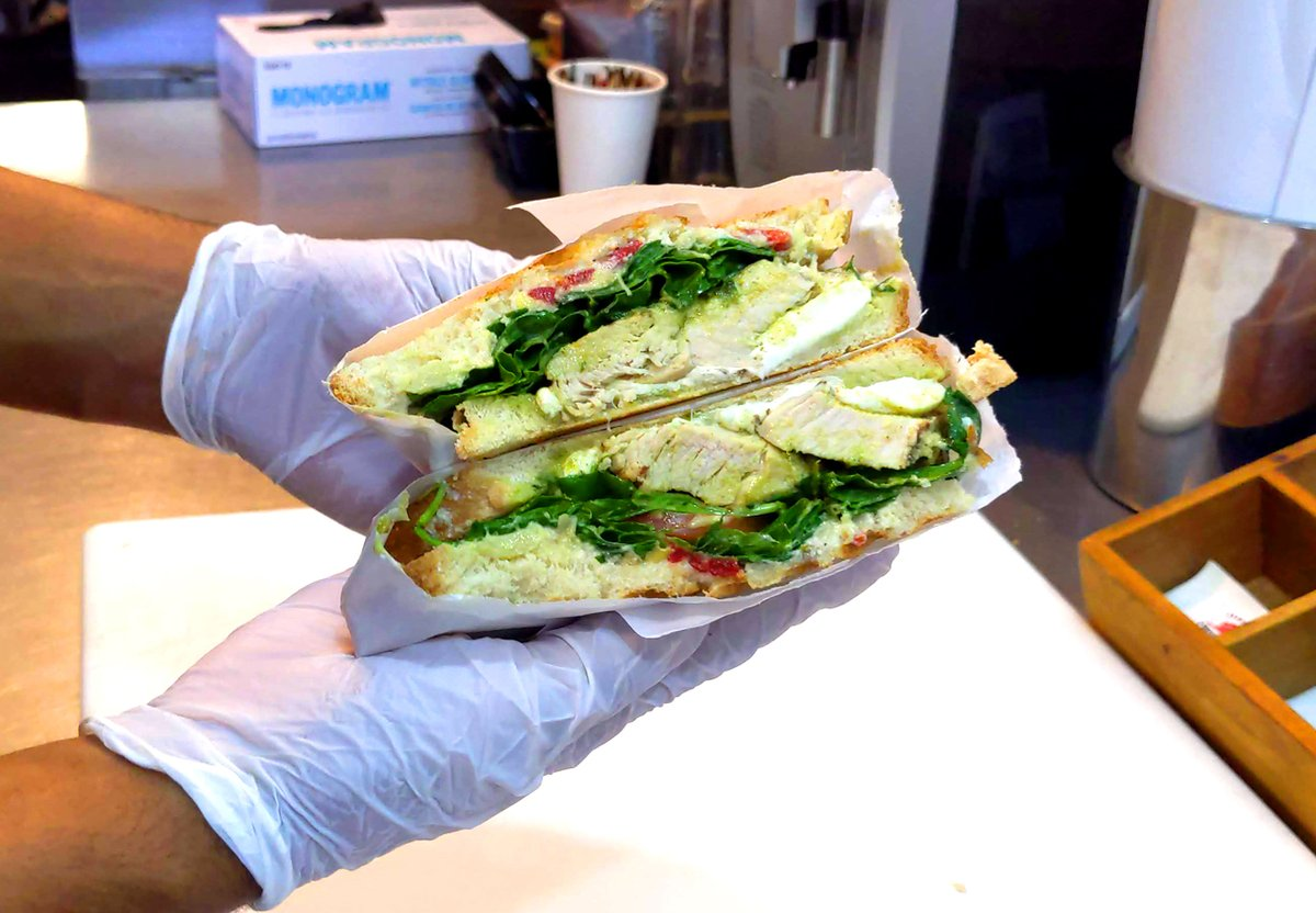 She's a beaut!  @CarveryKitchen  #lafoodielife #picorobertson #la #carverykitchen #SaferAtHome #takeout #delivery #healthyfood #foodgasm #infatuationla #tomato #chicken #Sandwich #socialdistancetogether #yum #yummy #delicious #lafood #Losangelesfood #losangeles #healthfood https://t.co/YTPYQBXJJF