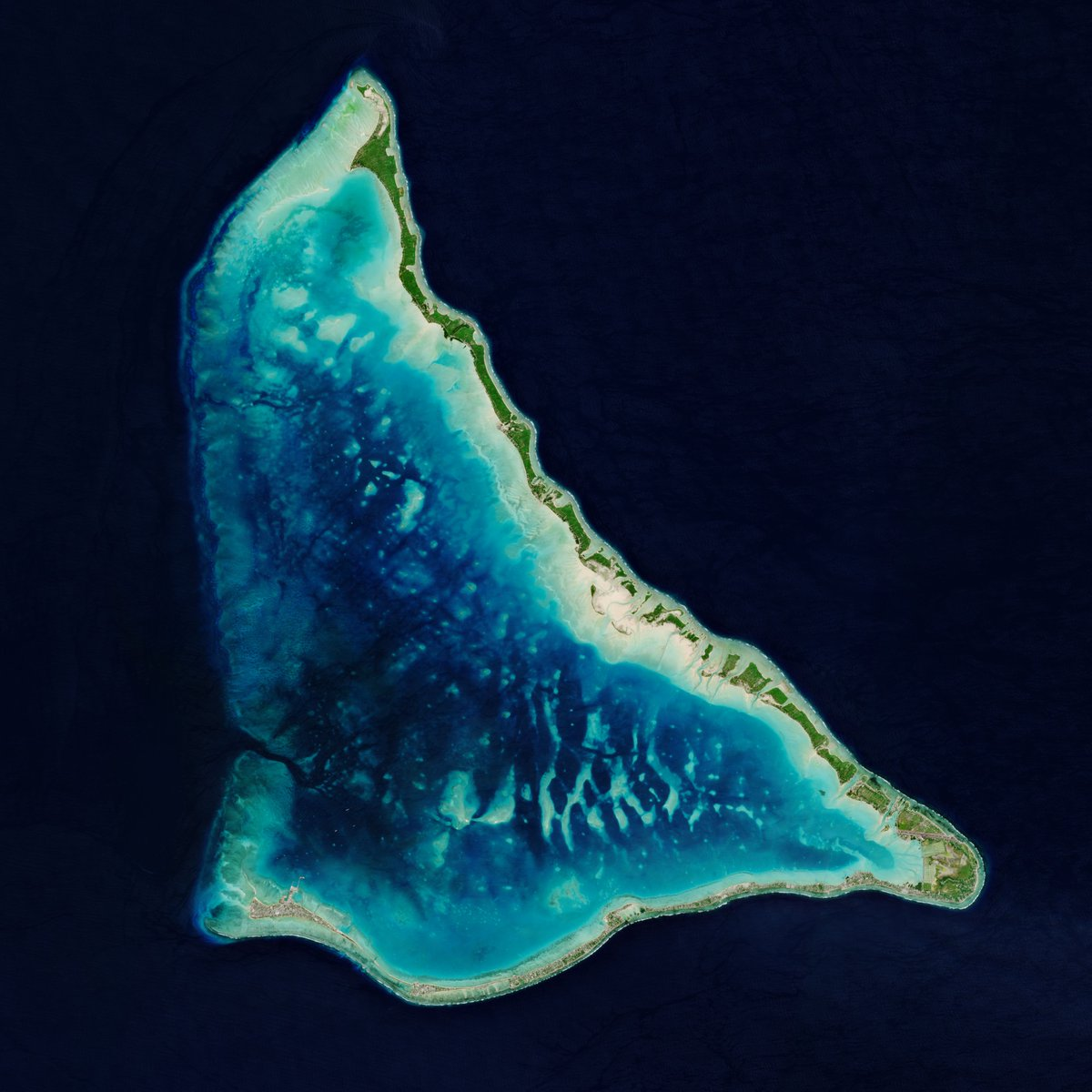 📸 This @CopernicusEU #Sentinel2 image shows the Tarawa Atoll in the Republic of Kiribati – a remote Pacific nation threatened by rising seas 👉 https://t.co/N9A6d6Ej1O https://t.co/zG7mUJgcs3