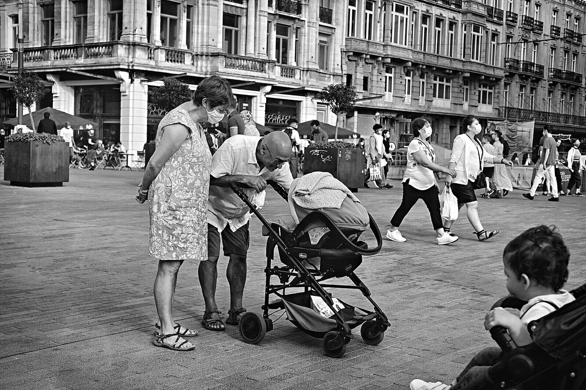 Take care of your loved ones https://t.co/HzNkgM6zbo #streetphotography #Brussels #Belgium #blackandwhite #monochrome #dailylife #fujifilm_xseries #fujifilmxe3 #fujinon35mm #fujifilm #fujifilmstreet #street #photography #NewNormal #lifeundercovid19 #COVID19 #coronavirus #pandemic https://t.co/z0ub2IFAso