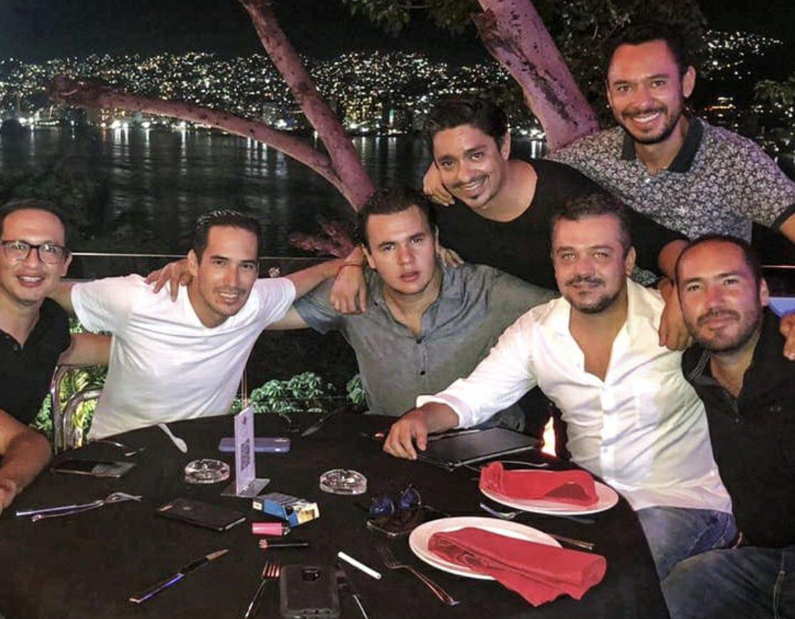 Más de 30 años juntos #Amigos #acapulcoforever https://t.co/9SGXQEA0Mt