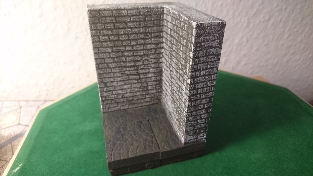 I completed a whole set of a new design.  The walls are two stories high, which allows for interesting terrain-building. #ttrpg #dnd #miniature #terrain https://t.co/dTE2vw5B1R