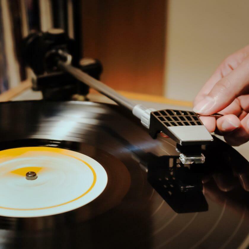 """レコード人気が再燃、1千万円超のものも…最大の魅力はCDには入らない""""聞こえない音"""" https://t.co/msWORmj2Fq https://t.co/7tKUo1Unbs"""