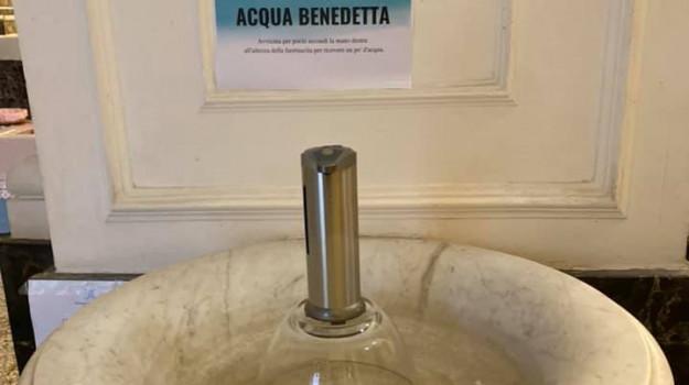 Torna l'acqua benedetta in #chiesa a #Catania, ma nel dispenser anti-#coronavirus https://t.co/3aSiofHh7p https://t.co/cm3SzG1O0j