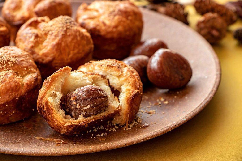 「食べるその時が焼きたて」の冷凍パン「Pan&」から、秋の味覚『芋・栗・かぼちゃ』が存分に楽しめる新作パンが発売されました✨  詳細は⇒https://t.co/Bm3LSRJ9HD   「一粒和栗の極デニッシュ」、「安納芋と蜜りんごのスイートロール」、「黄金かぼちゃあんパン」の3種になります! https://t.co/NAQFQqzKBy