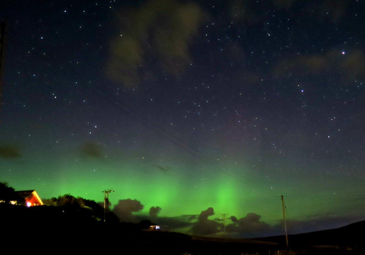 Best of the bunch last night #aurora #Shetland https://t.co/joRoVCwjif