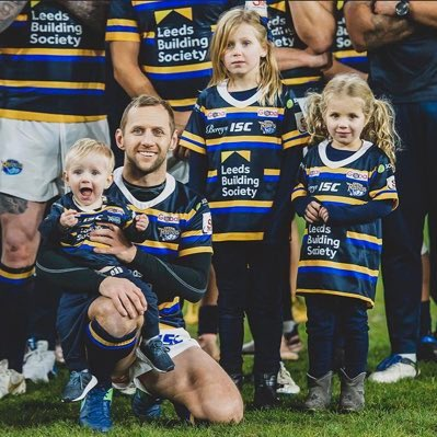 Happy Birthday @Rob7Burrow. Hoping you have a special day with your family. #legend #rugbyfamily #rhinos https://t.co/zm8UkSbt0e