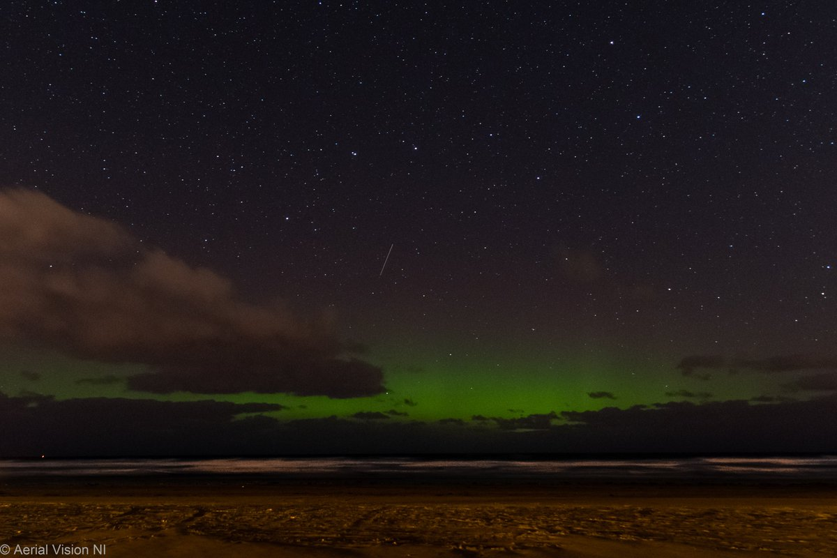 After waiting & watching patiently the Aurora peeked over the horizon cloud and the sky cleared revealing Ursa Major above the Aurora at Downhill beach in the early hours this morning @VisitCauseway @CCAGTourismTeam @newslineweather @WeatherCee @angie_weather @barrabest #aurora https://t.co/aa0Oi97jF9