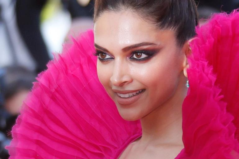 Bollywood star Deepika Padukone questioned in India drugs probe https://t.co/3MWfmoZjiZ https://t.co/BQEhDGs7nh