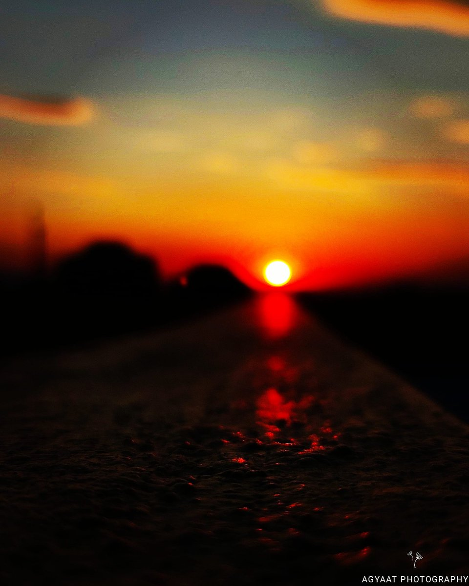 After a long day of hardwork The #sun is going back to home. #sunset #sunsetphotography #nature #photography #sunsetlover #sunsets #naturephotography #ig #pics #sky #sunsetlovers #photooftheday #landscape #landscapephotography #sunrise #travelphotography #travel #clouds #captures https://t.co/cD74geqYVj