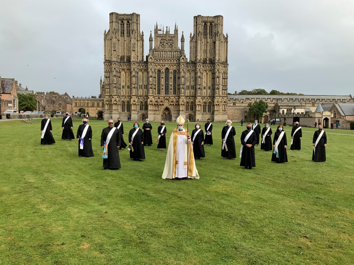 I know this for the new ordinations at Wells but it looks like a badass church squad is about to defend the cathedral to the death https://t.co/H89V8j3DZ9