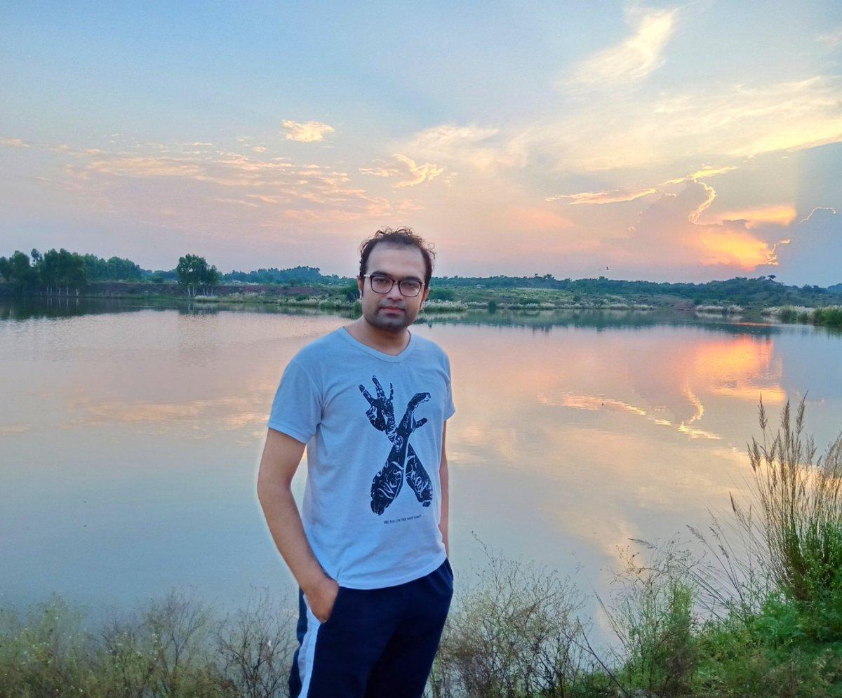 Colors of evening sky 💖 #eveningvibes #colorsofevening #eveningsky #orangesky #colorsofnature #photography #naturephotography #dslrphotography  @10DowningStreet @_MariettaDavis @BBCBreaking @cnni @CNNBusiness https://t.co/QtVPu0BXQI