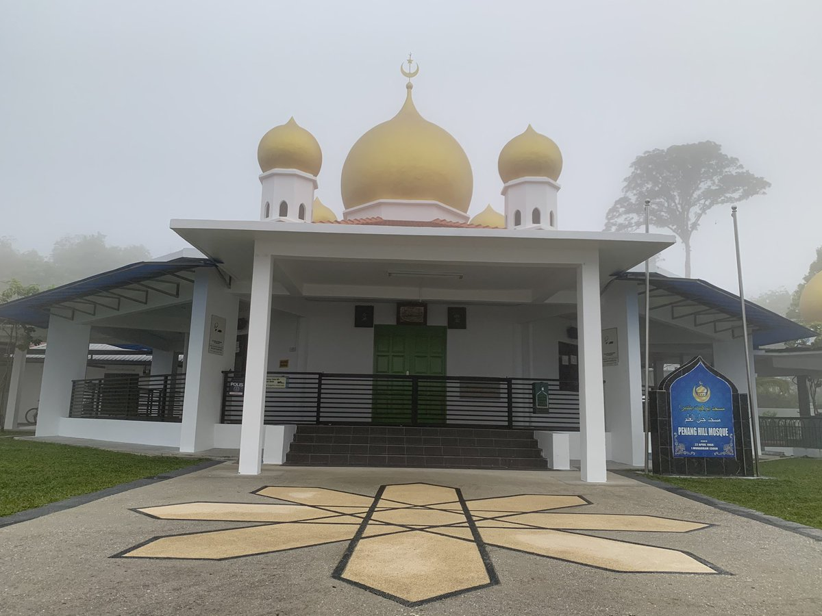 Some random snap along the way Pt. 2  #morninghike #penanghill #religioushouse #mosque #spider #panoramicview #vista #bungalow #penang #Malaysia #random #mistymorning https://t.co/vnTm0Prfb4