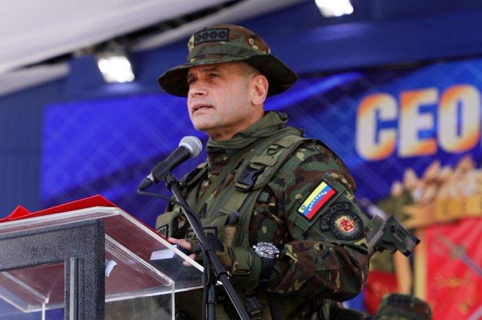 #HOY La Tripulación del @ARB_CANB Felicita al AJ @CeballosIchaso a las Damas y Caballeros integrantes del @libertad003 en #15AniversarioCEOFANB Consolidando la Defensa Integral de la Nación BZ #LealesSiempreTraidoresNunca @NicolasMaduro @vladimirpadrino @ArmadaFANB @ECentrales https://t.co/qowAJhWcuP