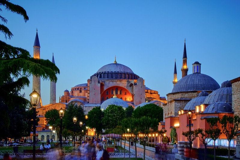 \ #CompathyGoガイドさんに聞いた 👂〇〇な話☺️🙌/  今回はトルコ🇹🇷のガイド、ムラトさんに聞いた珍しい話👀  イスラム教では一般的に飲酒が禁止されているのですが、トルコは政教分離によりお酒を飲める珍しいイスラム教の国なんです🍾  また、トルコ独自のお酒やワインの製造もされているんだとか🍷 https://t.co/cnTWVL1LOB