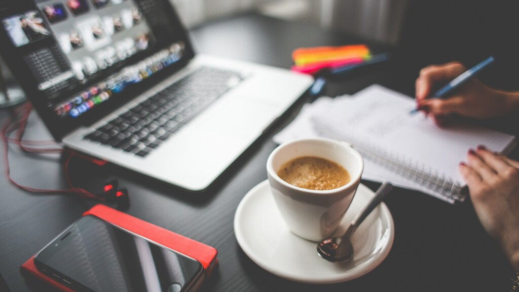 According to Gartner, 3/4 of CFOs plan to move at least some of their employees permanently to #remoteworking. ZDNet shares what you can expect in this new digital workspace: https://t.co/c0ua1icPUe  #NewNormal #FutureofWork https://t.co/UzbJbam5Q9