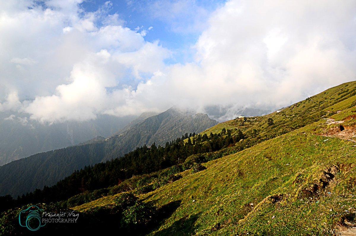 Chopta Valley  #Rudraprayag , #NandadeviBiosphere #Garwal #Himalayas #Uttarakhand #India #chardham  #Uttarakhandtourism #Uttaranchaltourism #Devbhoomi #simplyheaven #snowpeak #mountains #Meadows  #trekking  #hikingadventures @UTDBofficial @incredibleindia https://t.co/qm7t8YDEMt