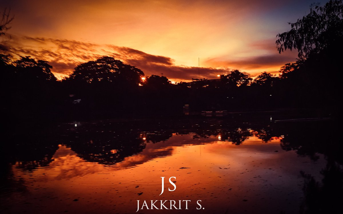 Sunset time #mobilephotography #sunsetphotography #landscapephotography #landscape #mobilecapture #mobile #sunset #sunsetlover #sunsetaroundtheworld #reflection #reflections #reflectionphotography #vivid #reflectiongram #Bangkok #Thailand #mobilecaption #mobilepicture https://t.co/JZ2Wx6lxkg