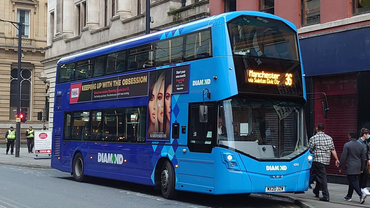 Buses in #Manchester this evening... @DiamondBusNW 36 service heading to #Bolton (driver hasn't updated his destination blind). @FirstManchester 81 service heading to #Oldham. https://t.co/PZiTGhZ7Z4
