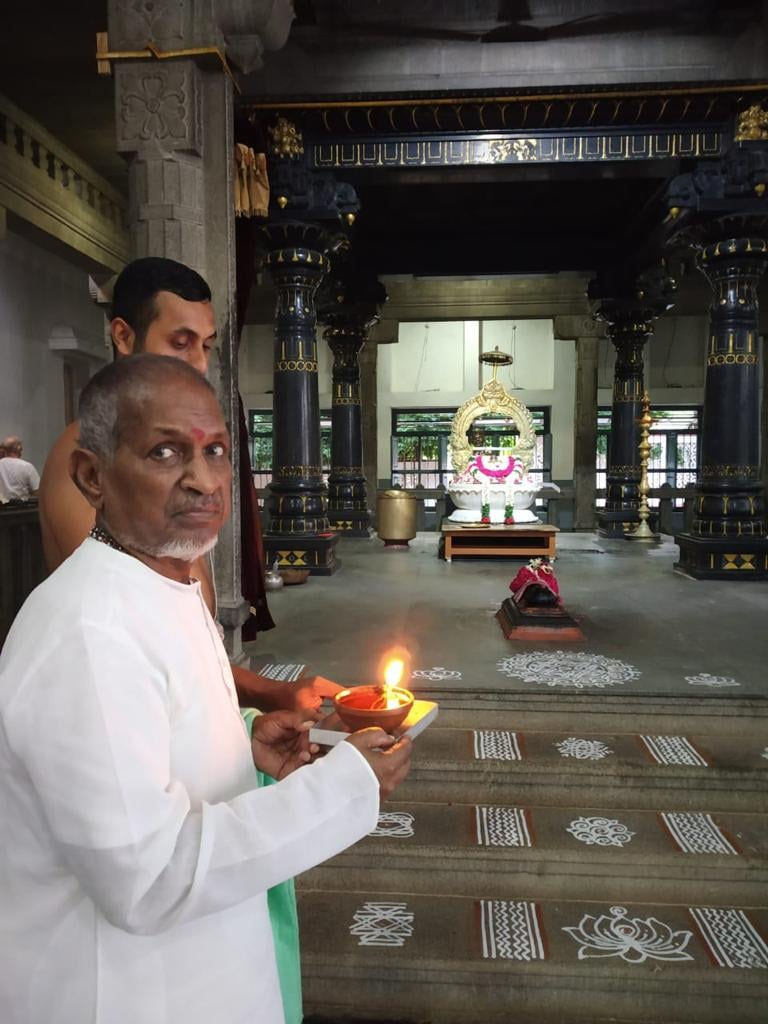 Music maestro #Ilaiyaraaja pays homage to the legendary singer #SPBalasubrahmanyam at Tiruvannamalai https://t.co/5i2uQhwdZ7