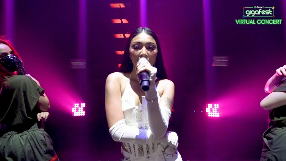 Nadine Lustre gives a sultry performance in Smart's Giga Fest happening now! #SmartGigaFest #SmartGigaLife #BrandRoom https://t.co/SBPpVVFsN0